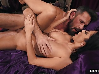 Bearded tramp fucks this busty woman emendate than her own hubby