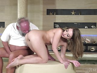 Older dude with a stiff dick fucks wet pussy of younger Emerald Ocean