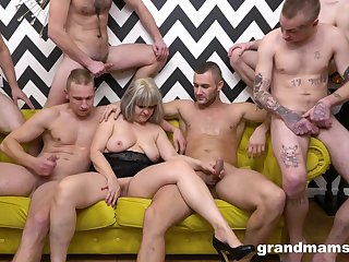 Naked mature is surrounded by younger lads kick into touch to fuck her unending
