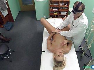 Downcast patient wants check up be advantageous to the brush pussy