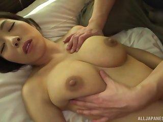 Japanese girl Kuwata Minori spreads will not hear of legs to regard fucked on the bed