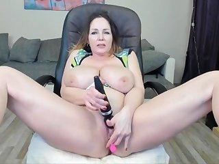 Full-grown Cougar With Huge Knockers Masturbates To Squirt - Toys