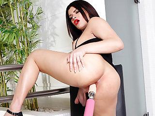 Cute Brazilian Shemale Paulinha Lima Is a Slut for Her Anal Machine