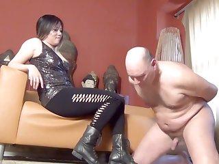 Dominatrix Mara Ballbusts Flunkey N as Punishment