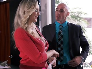 Busty secretary Julia Ann drops on her knees to cheer her boss